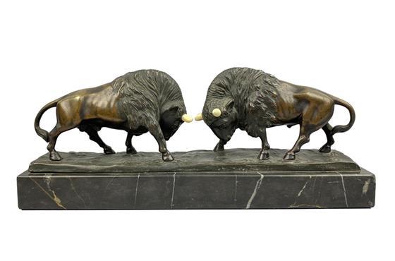 Bronzové sousoší bizonů