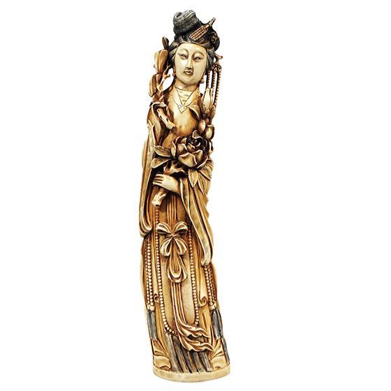 Velká figura ze slonoviny - gejša