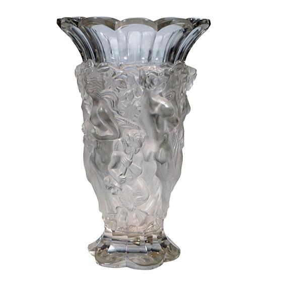 Váza s figurálními motivy
