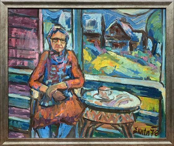 Žena u stolu